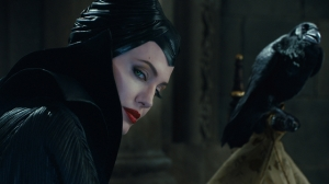 maleficent-con-il-corvo-fosco